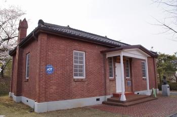 1934년 나주에 최초로 지어진 서양식 벽돌 건물 사제관으로 2002년 현 대주교 기념관으로 탈바꿈했다.