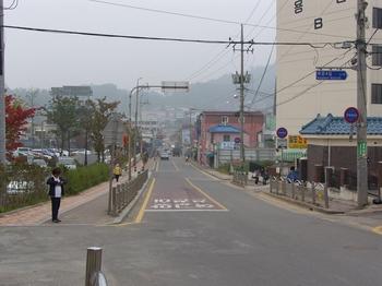 진무영 터로 추정되는 성당 앞 거리 모습.