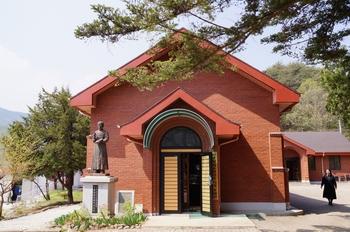 용소막 출신 사제로 성모 영보 수녀회를 설립하고 성서 번역에 큰 자취를 남긴 선종완 라우렌시오 사제 유물관.