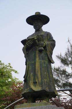 순교복자 윤유일 바오로 동상.