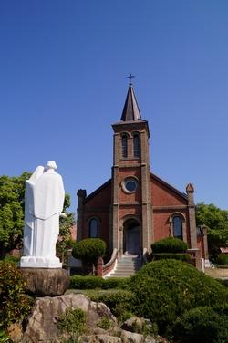 투르뇌 신부가 1920년대 초 건립한 벽돌조 성당. 경상북도에서 가장 오래된 성당 건물로 2003년 경상북도 유형문화재 제348호로 지정되었다.