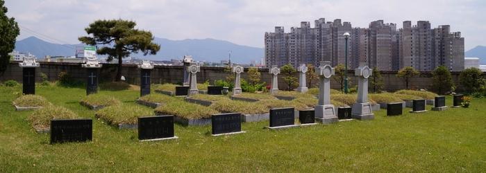 춘천교구 성직자 묘역 전경