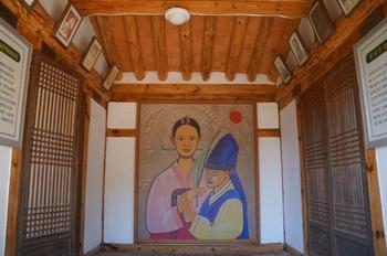 이선이 순교 150주년을 기념해 김도율 신부가 그린 이선이 엘리사벳과 배도령 스테파노 모자 초상화가 사제관에 걸려 있다.