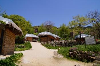 1998년에 복원한 한티마을(옛 공소) 모습.