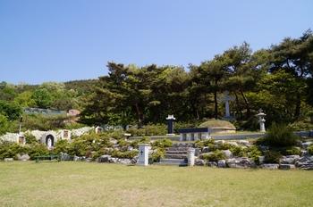 신나무골 성지의 순교자 이선이 엘리사벳 묘.