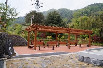 야외제대 뒤편에 마련한 파고라 안돈정. 다블뤼 주교의 한국식 이름인 안돈이에서 따온 이름이다.