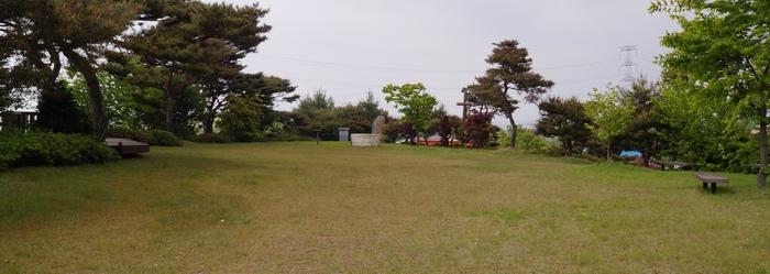 생가 터 위 언덕에도 미사를 봉헌할 수 있는 야외제대가 마련되어 있다.