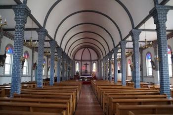 1998년 7월 28일 충청남도 기념물 제145호로 지정된 성당 내부.