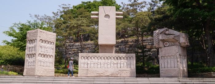절두산 순교자 기념탑.