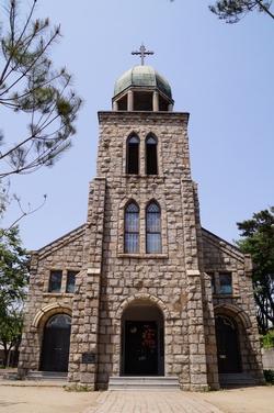 1956년 봉헌된 옛 성당 정면. 2013년 등록문화재 제542호로 지정되었다.