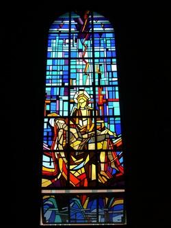 성경의 내용을 주제로 1979년에 제작된 성당 좌우 창문 유리화 16개 중 하나.