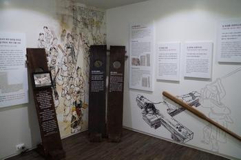 포도청(옥터) 순교자 현양관에는 포도청에서 순교한 성인과 복자, 하느님의 종에 관한 기록들이 전시되어 있다.