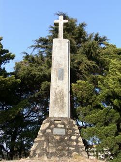 상홍리 공소 뒷산에 조성된 병인년 순교자 묘소의 순교탑.