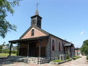 충청남도 기념물 제143호로 지정된 옛 금사리 성당 외부 모습.