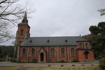 2004년 4월 10일 충청남도 기념물 제164호로 지정된 성당 외부.