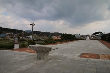 야외 제대에서 바라본 중앙광장 모습.