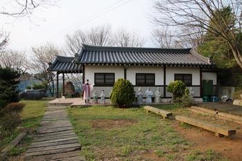 초남이 성지 교리당터의 사도 유항검과 주문모 신부 미사 봉헌 기념경당과 야외제대.