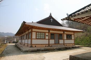 2005년 근대문화유산 등록문화재 제189호로 지정된 수분 공소.