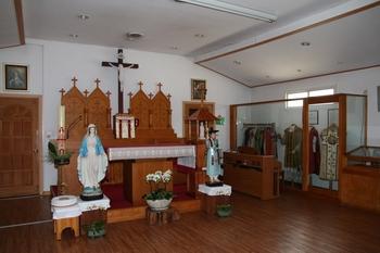 성 김대건 신부 기념 유물전시관 내부 모습. 김대건 신부 관련 유물을 전시하면서 성당으로도 사용하고 있다.