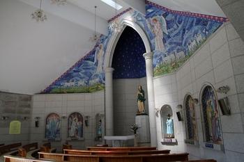 103위 시성 기념성당 옆에 건립된 성모당 내부 모습.
