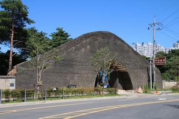 2001년 하남시 향토유적 제4호로 지정된 구산 성지 입구.