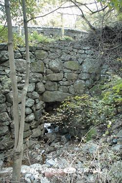 박해 당시 순교자들의 시신을 버렸던 수구문(일명 시구문).