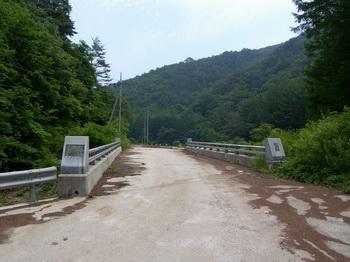 남회룡4교 전 왼쪽으로 봉화군쪽 교우촌터가 있고, 오른쪽으로 영양군쪽 교우촌터가 있다.