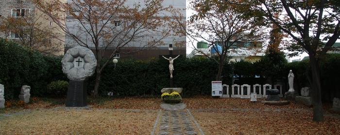 2004년 광안 성당은 성지에 대형 십자가와 십자가의 길 14처, 8위 순교자의 위패를 안치한 후 새 성물 축복식을 가졌다.