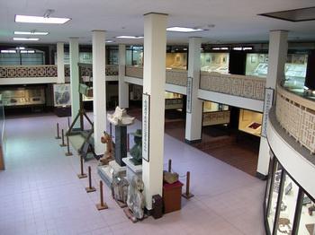 순교자 관련 각종 유물들을 전시하고 있는 박물관 내부.