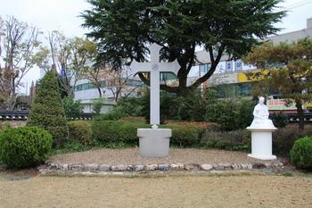 1984년 전라북도 기념물 제71호로 지정된 숲정이 순교터의 야외제대.