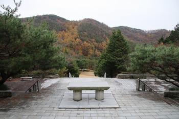 천호산 기슭에 자리한 순교성인 묘역 야외제대에서 내려다본 모습.