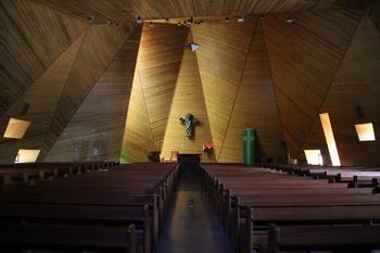 부활 성당 내부.