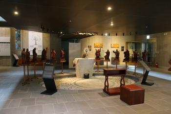 2013년 한국교회 최초로 건립된 천호 가톨릭 성물박물관 내부.