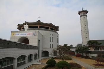 무명 생매장 순교자들을 기념해 원형구조로 건립된 무명 순교자 성당.