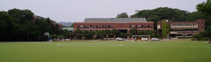 왼쪽부터 도서관, 진리관(강의실), 대학본부(구 도서관) 건물이 자리하고 있다.