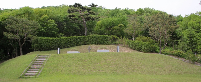 정은 바오로와 정양묵 베드로 순교자 묘역 전경.