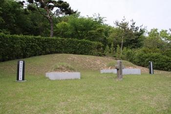 순교자 정은 바오로와 정양묵 베드로의 묘소.