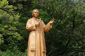 성 도리 헨리코 신부상.