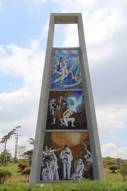 무장 출신 순교복자 최여겸 마티아의 순교 터인 개갑 성지에 건립된 12m 높이의 순교 현양탑.
