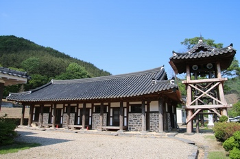 고산 본당의 모태인 되재 성당의 복원된 모습.