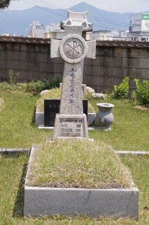 콜리어 신부의 유해는 죽림동 주교좌성당 뒤뜰 교구 성직자 묘지에 모셔져 있다.