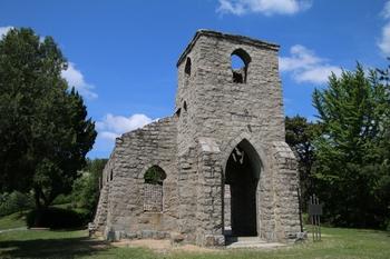 석조 성당의 전형을 보여주는 구 포천 성당은 2006년 등록문화재 제271호로 지정되었다.