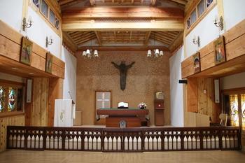2015년 4월 봉헌식을 가진 새 성당 제대.