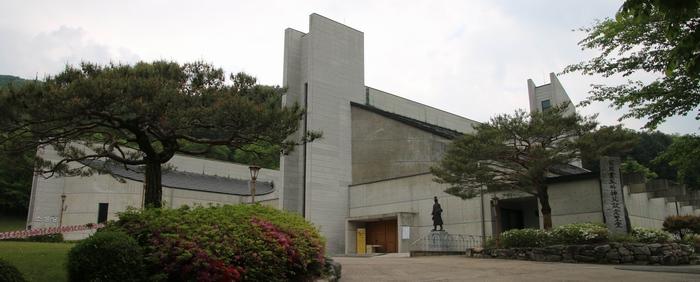 최양업 신부 기념성당. 대성당과 소성당으로 건립되었다.