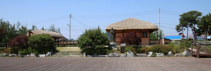 2004년 원형대로 초가집으로 복원된 성 다블뤼 주교관(손자선 성인 생가).
