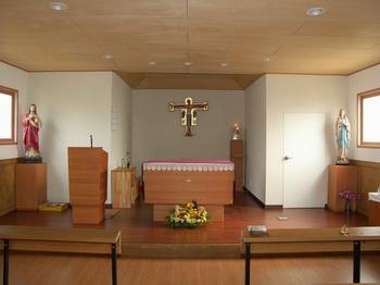 새롭게 단장하여 2009년 11월 중창 축복식을 가진 공소 성당 내부.