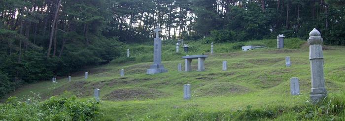 제1 줄무덤 전경.