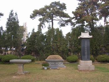 구산 성지의 김성우 안토니오 성인 묘.
