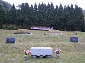 강원도 청소년야영장 내에 위치한 정하상과 유진길 성인묘역.
