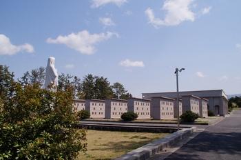 제주교구는 황사평 순교자 묘역 한편에 납골당을 조성하여 추모공원을 조성하였다.